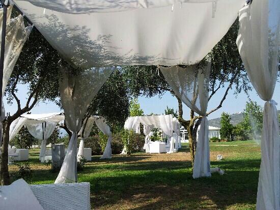 Capua, Italia: Giardino con gazebo