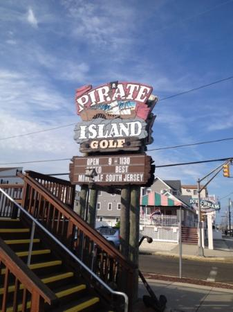 Pirate Island Golf : front