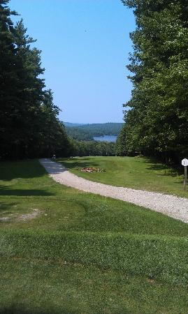 Poland Spring Resort: The view from the tee on the fourth hole