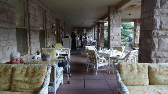 The Cliff House at Pikes Peak: Verandah to sit or have dinner