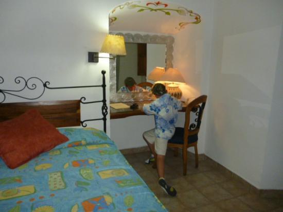 Hotel Parador San Agustin: Escritorio con una lámpara