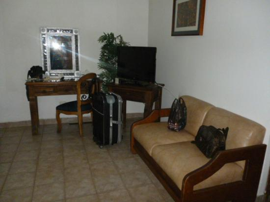 Hotel Parador San Agustin: planta baja,pantalla plana con cable,salita y tocador