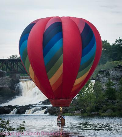 The Munroe Inn: Touchdown in front of the falls