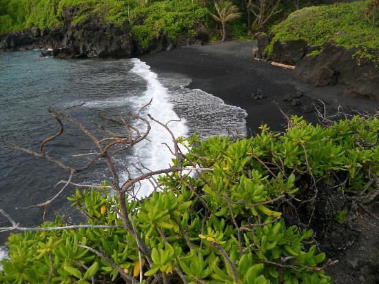 Waianapanapa State Park Cabins: black sand