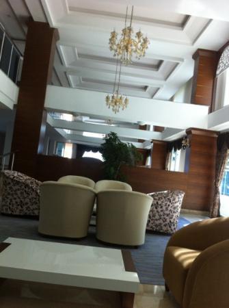 M.C. Park Beach Resort: лоби новый корпус
