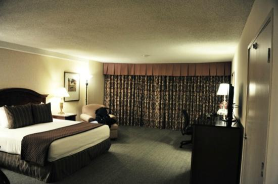 Red Lion Hotel Seattle Airport: chambre spacieuse