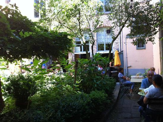 Uit steppe & oase theeten: green courtyard