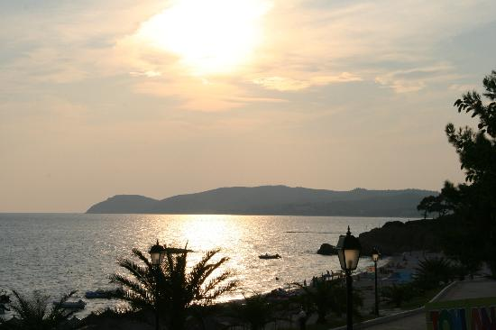 Alexandra Beach Thassos Spa Resort: view from outside dining