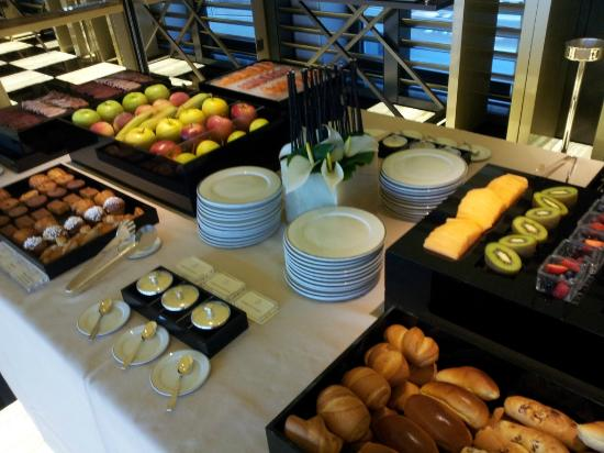 Breakfast bild von armani hotel milano mailand for Best brunch in milano