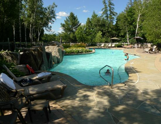 Chateau Beauvallon Mont Tremblant : Piscine