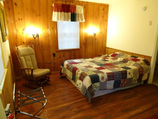 Birchcliff Resort: inside cabin