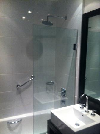 Malmaison: Clean bathroom
