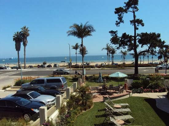 Cabrillo Inn at the Beach: View from second floor balcony