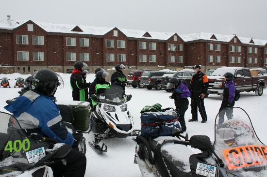 Holiday Inn West Yellowstone: Hotel parking lot with rented sleds