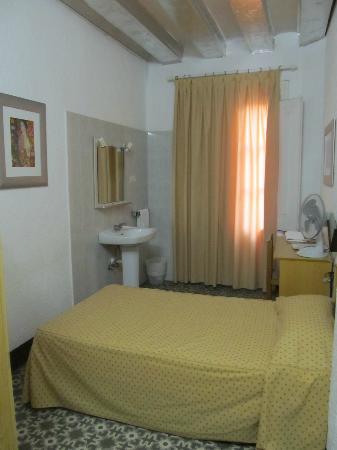 Hostal Campi: single bedroom