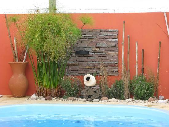 Cabanas El Molino: Detalle decorativo en la piscina