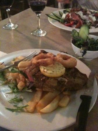 Grumpy's Barefoot Steak, Seafood and Grill Bar: T-Bone (600g) inc. Salad