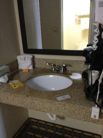La Quinta Inn Columbia SE / Fort Jackson: sink area (outside of bathroom)