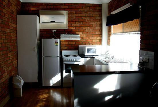 Comfort Inn & Suites Robertson Gardens: Kitchen in the 2-bedroom villa