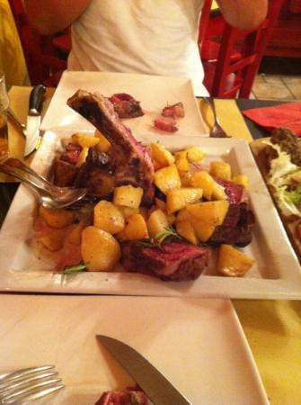 Taverna Gargantua: una bella e buona fiorentina con contorno di patate!! da provare