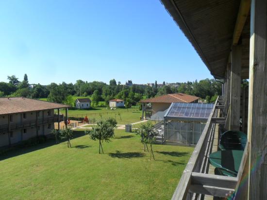 Pierre & Vacances Résidence Les Rives de la Seugne : vue de la terrasse