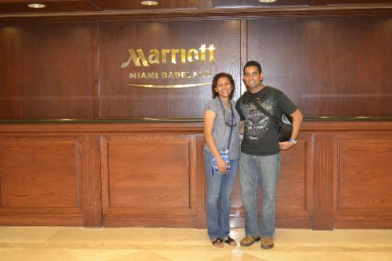 Miami Marriott Dadeland: Hotel front desk