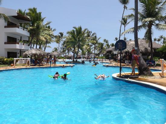 Belle piscine trop de chlore picture of occidental grand for Trop de chlore piscine