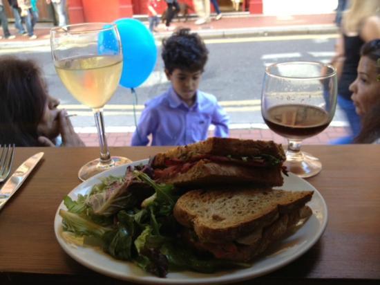 Gibsons DELI & BAKERY: Ham sandwich