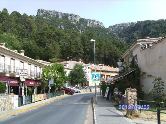 Casa Rural El Capricho del Valle: a la derecha el hotel