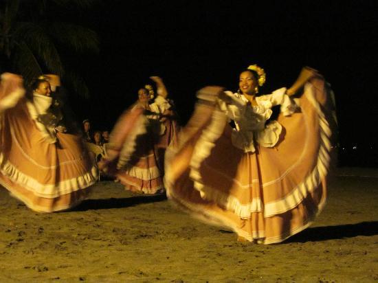 Irotama Resort: Show nocturno