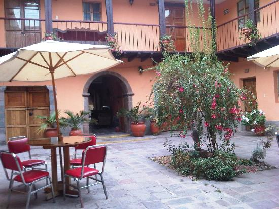 Qorichaska Hostal: Primer patio