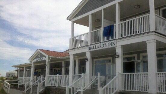Ballard's: Entrance