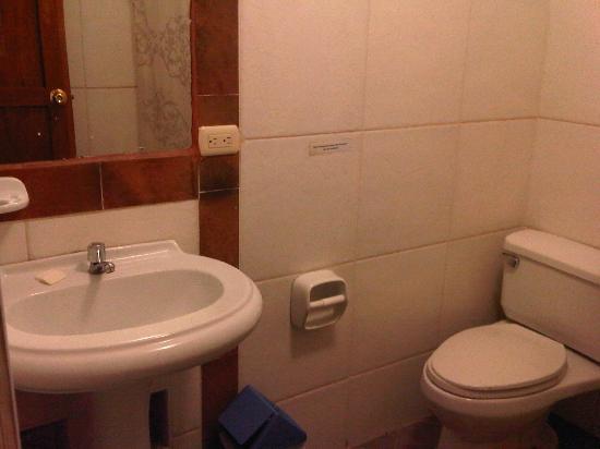 Qorichaska Hostal: Baño