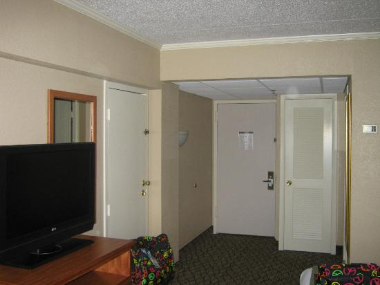 Holiday Inn Clark - Newark: plenty of room! just no fridge
