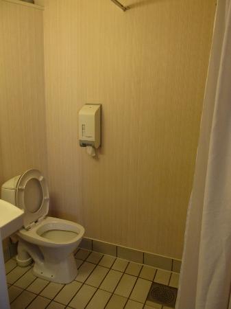 City Hotell: Bathroom