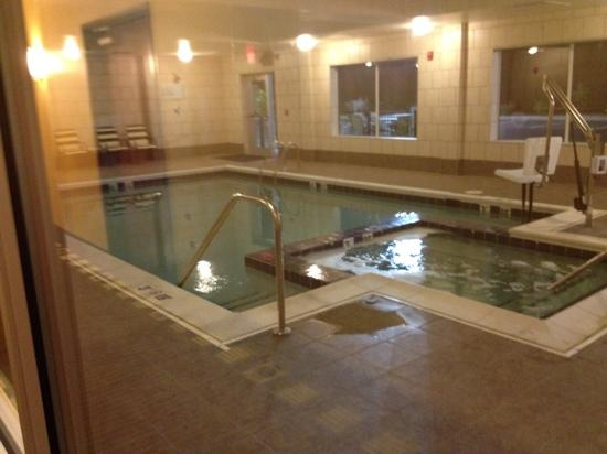 Holiday Inn Express and Suites Wytheville: pool area