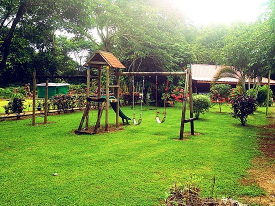Hotel Canto de Ballenas : vista de parte del jardin