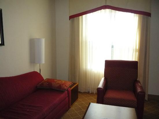 Residence Inn Philadelphia Langhorne : Living room area