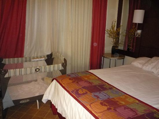 Residence Inn Philadelphia Langhorne: Bedroom with king bed