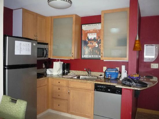 Residence Inn Philadelphia Langhorne: Kitchen area