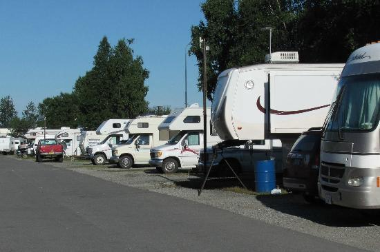 Golden Nugget RV Park: lots close to each other