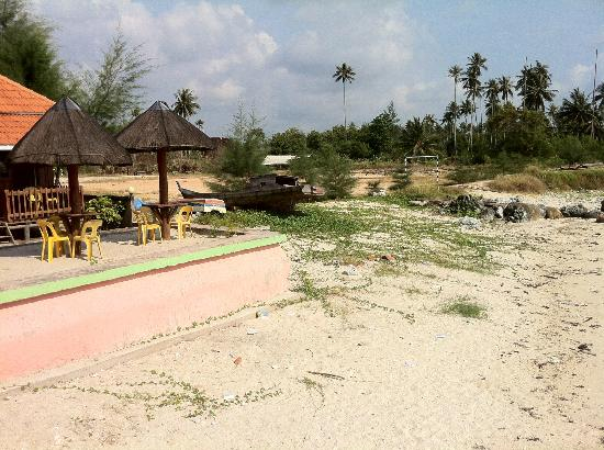 YY Resort and Restaurant : beach front