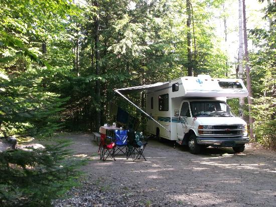 Moose Hillock Campground: Vue d'un site 2 services (section 120)