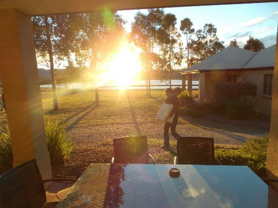Leisure Inn Pokolbin Hill: Sunset over the dam