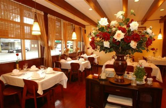 Rose Thai: Rose, a symbol of classical Thai dining