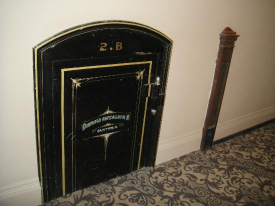The Mining Exchange, A Wyndham Grand Hotel & Spa: One of the safes that are on every floor that used to hold the cash!