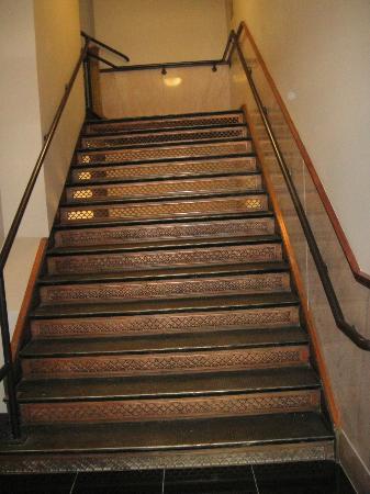 ذا مايننج إكستشانج إيه وندام جراند هوتل: Original copper staircase. 