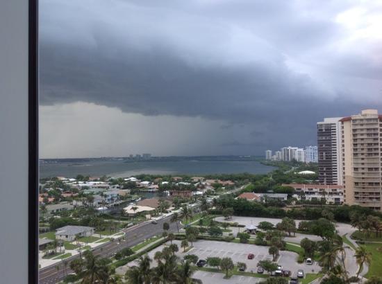 Palm Beach Marriott Singer Island Beach Resort & Spa: Intercoastal View - 15th Floor (storm brewing)