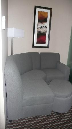 Comfort Suites Kelowna: Seating area