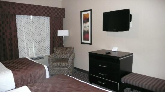 Comfort Suites Kelowna: The suite